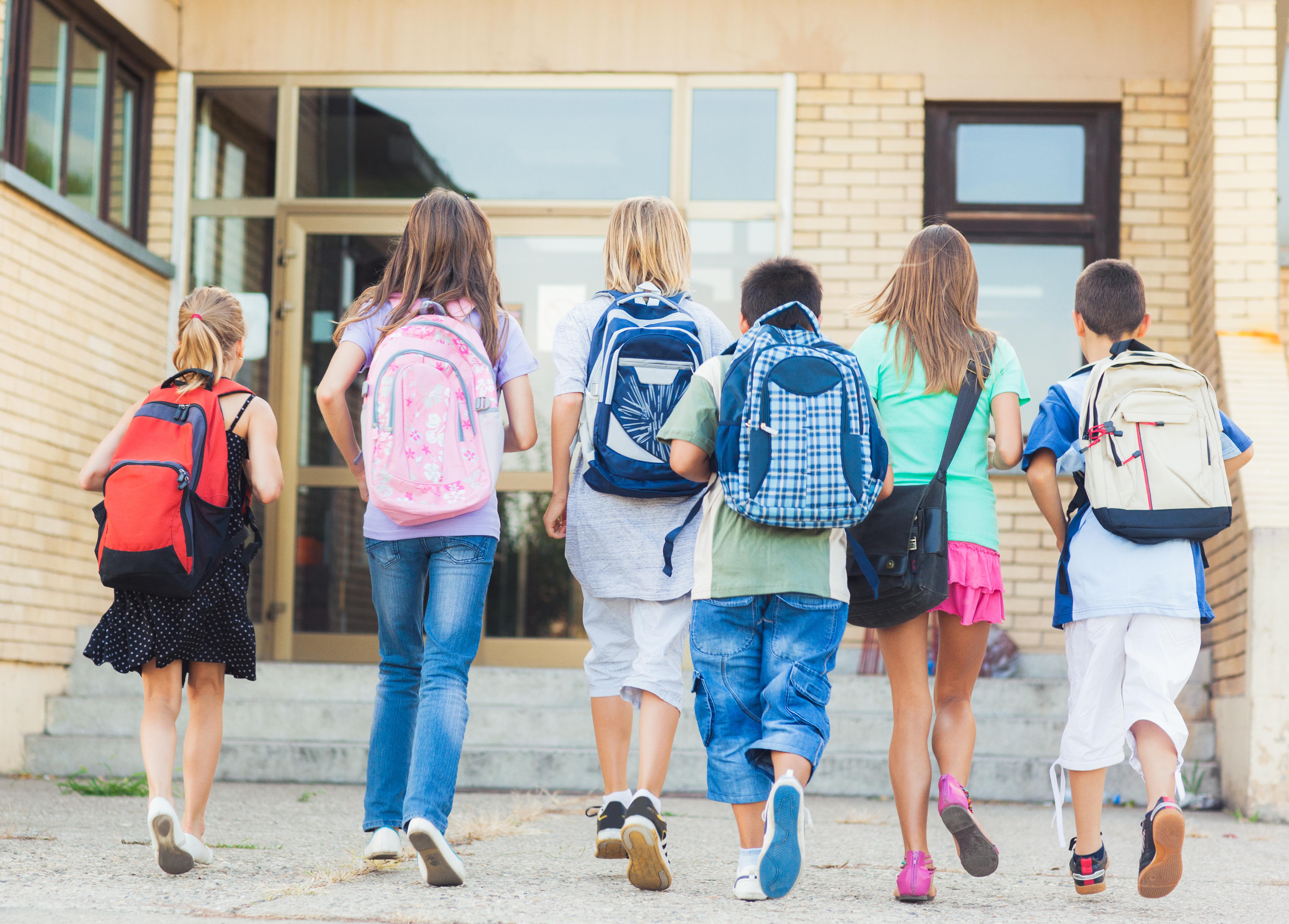Terug naar school na de vakantie: vergeet je tas niet!